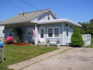Photo of real estate for sale located at 11 Middle Road Narragansett, RI 02882